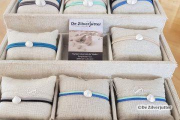 DUR Armbandjes met schelp bij De Zilverjutter op Vlieland