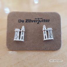 Prachtige zilveren oorstekers met een 3D voorstelling van de vuurtoren op Vlieland