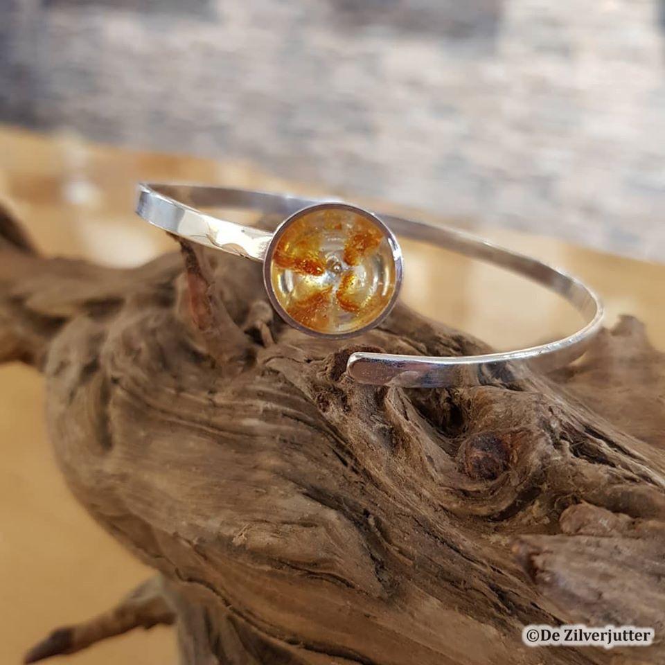 Zilveren ring met ingegoten barnsteen