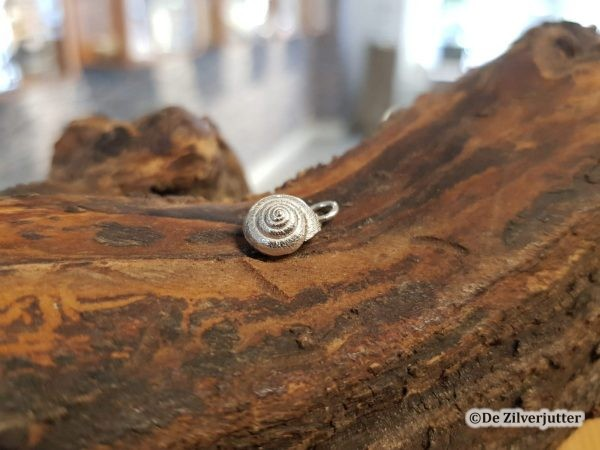 Zilveren duinslakje schelphanger