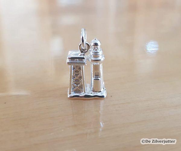 Zilveren hanger met een 3D voorstelling van de Vuurtoren op Vlieland_DUR-P3728