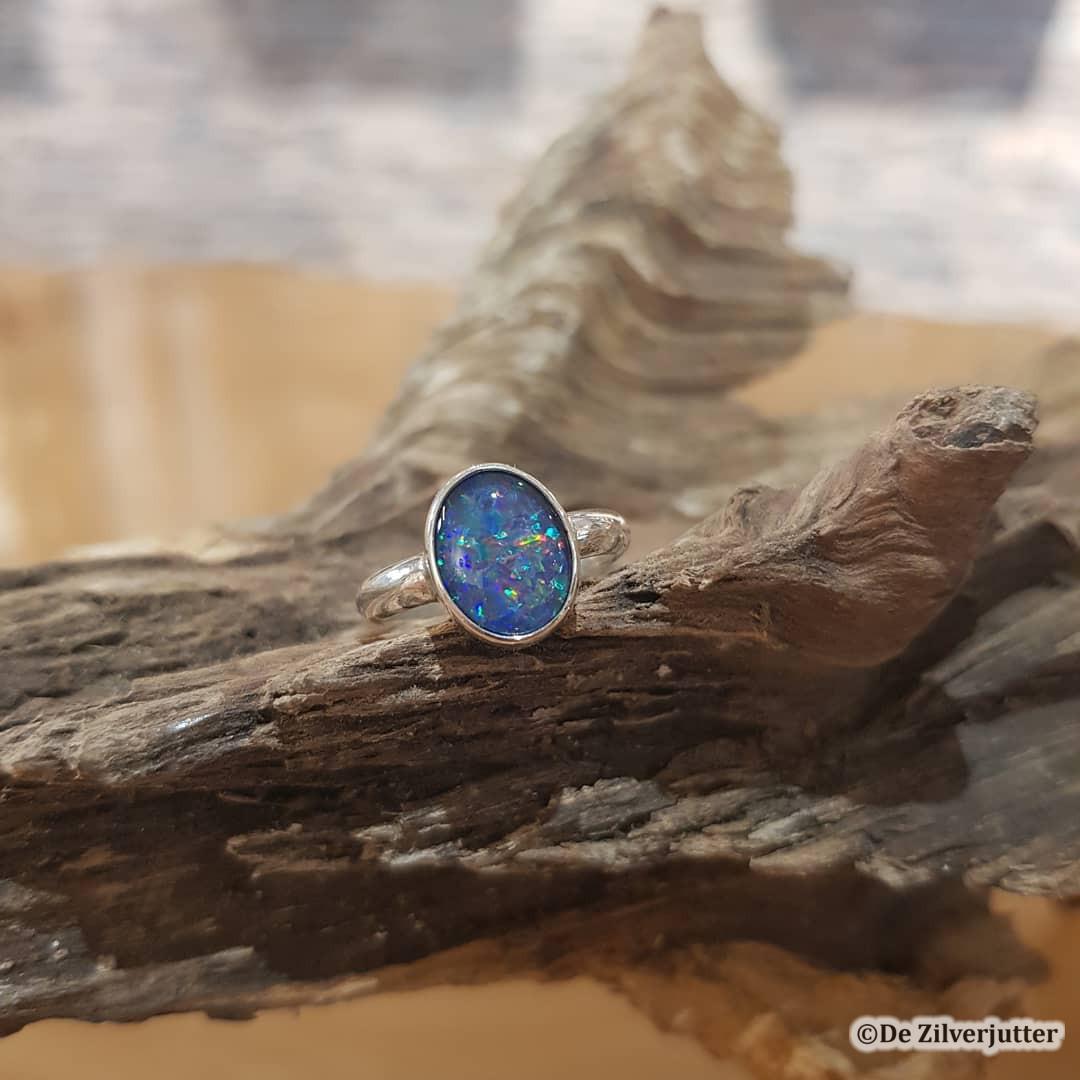 Zilveren ring met prachtige opaal