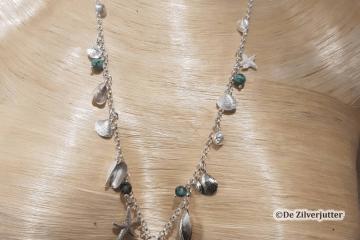 zilverjutter-zilveren-schelpen-barnsteen-ketting